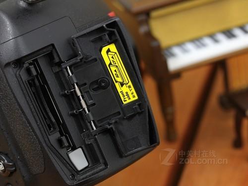 尼康 D800 存储卡槽