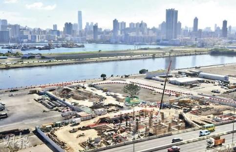肇事现场为旧启德机场,该处现为房委会地盘,正兴建公屋。香港明报