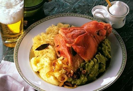 在德国的啤酒屋或慕尼黑啤酒节,全年你都会品尝到这道传统的德国菜图片
