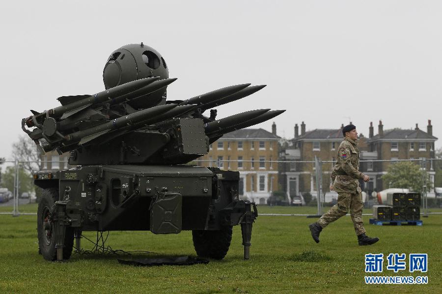 """5月2日起,代号为""""奥运卫士""""的为期9天的奥运安保演习在伦敦和帆船比赛的举办地韦茅斯港举行。在演习期间,地对空导弹系统被部署在伦敦的6处地点。(图片来源:新华网)"""