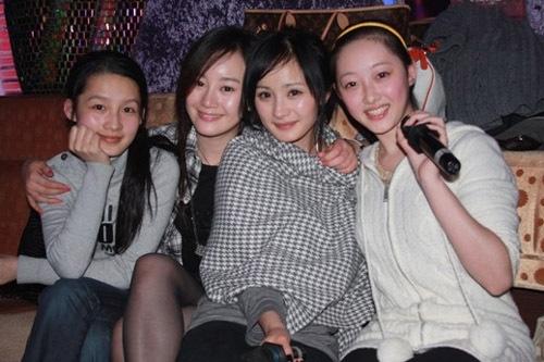 李小璐伴娘团六美女 揭李小璐假脸整容姐妹团(组图)