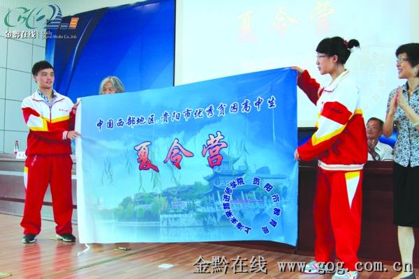 贫困高中生上海过暑假(图)-搜狐滚动外国语南宁市高中图片