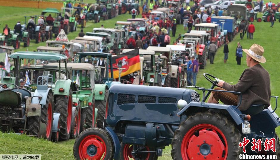 德国1000多辆拖拉机大集合 欲创新吉尼斯世界纪录