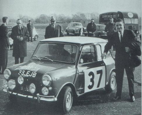 当时驾驶Mini的著名拉力赛车手Paddy Hopkirk