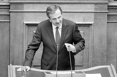7月9日,希腊新政府总理萨马拉斯在议会发表讲话。