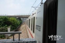 捕捉城市列车 索尼黑卡™RX100高速对焦实测
