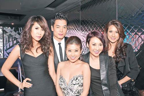 (左起)庄思明、巫翊鸣、刘晨芝、庄思敏及庄思华联手打造概念店Tinseltown,锐意将荷里活的华丽穿衣潮流带到香港。