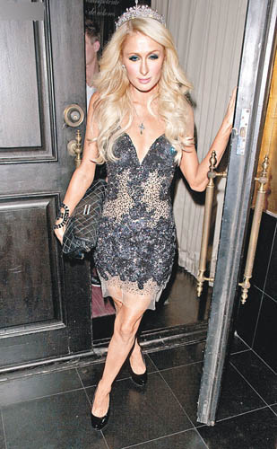 Paris Hilton in Jovani 。品牌在1890年创办,曾经登上众多High-end杂志封面,复杂的细节是其签名式风格,令每件晚装都能独一无二,难怪如J.Lo、Katy Perry和Taylor Swift都是Jovani的拥趸。