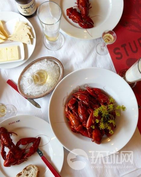 由于瑞典拥有漫长而严寒的冬天,到了夏天人们会尽情享受欢快的宴会,例如到Sturehof,品尝小龙虾大餐会是不错的选择。