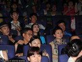 幻灯:刘建宏低调现身电影院 与王小丫共赏佳片