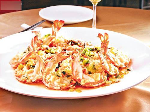 开边蒜蓉蒸花竹虾,Size加大足8�汲さ幕ㄖ裣海�肉质结实而爽口,虾味浓,劲鲜甜。