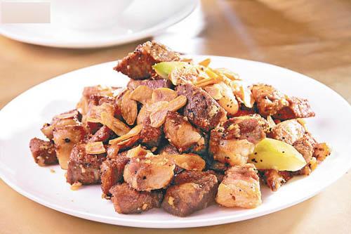 蒜香牛柳粒。美国安格斯牛柳粒肉质极软�H,以黑椒快炒,再加上蒜香片,非常惹味。