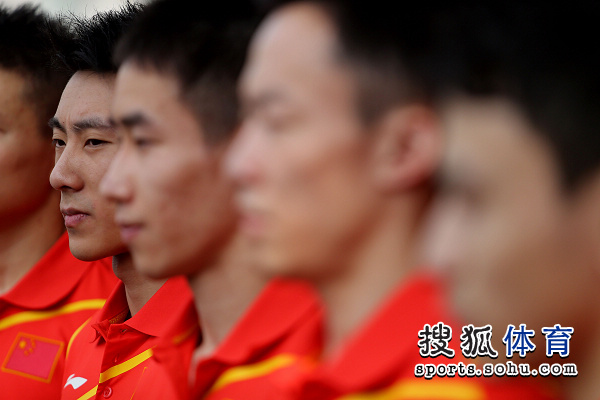 中国体操男队兵发伦敦 滕海滨的表情
