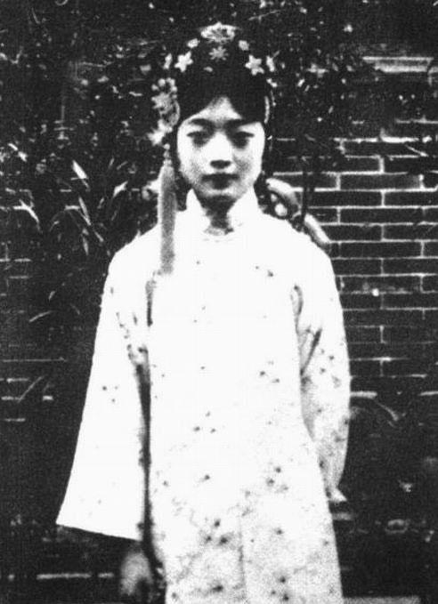 溥仪/老照片:揭秘末代皇后婉容残酷的清朝后宫生活(组图)