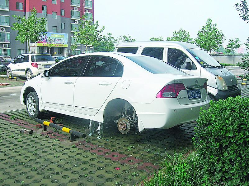 车轮胎被盗_车主说,被盗车轮胎都是刚换上的,每个花了900元.