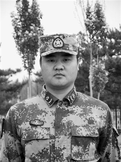 北京军区某炮兵团反坦克导弹连中士班长刘炜。高 冰摄