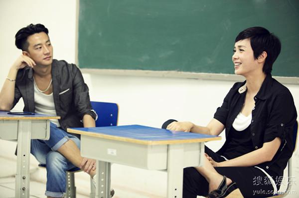 黄轩受蒋雯丽之邀为学生讲课 蒋雯丽吧 百度贴吧 高清图片