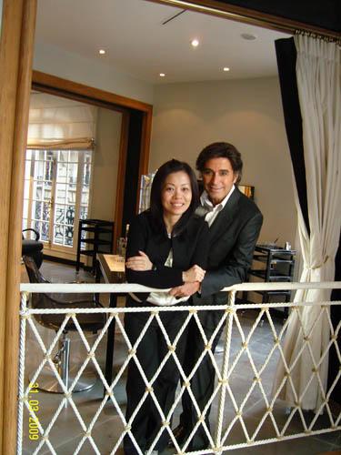 Alexandre Zouari Paris总经理 (环球品牌管理) 王咏仪(左)