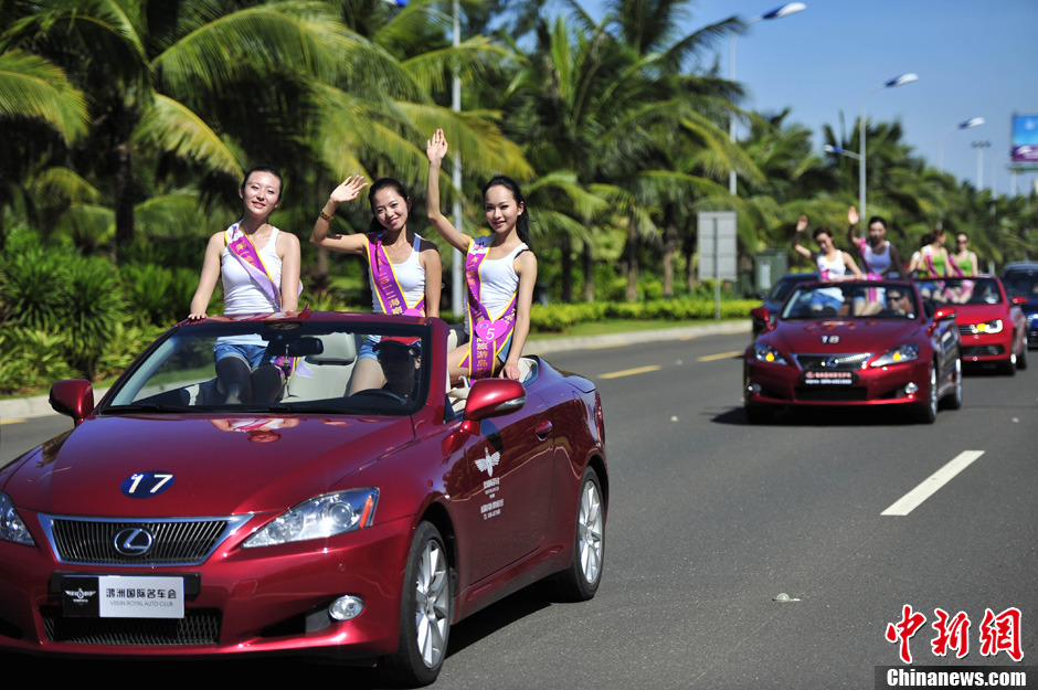 豪车美女集体亮相海口街头求关注图