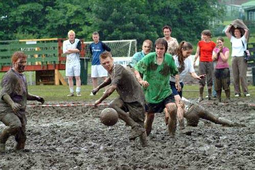 泥地足球赛