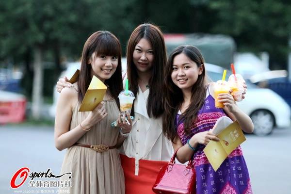 幻灯:郜林女友亮相综艺节目 咧嘴微笑甜蜜可人图片