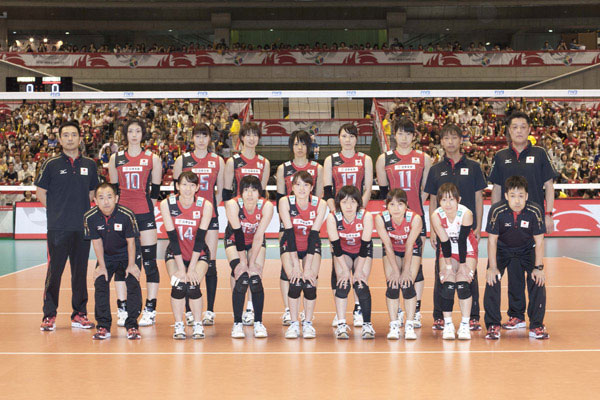 中国2015男足全家福图片_图文:日本女排奥运会名单照片 全家福-搜狐体育
