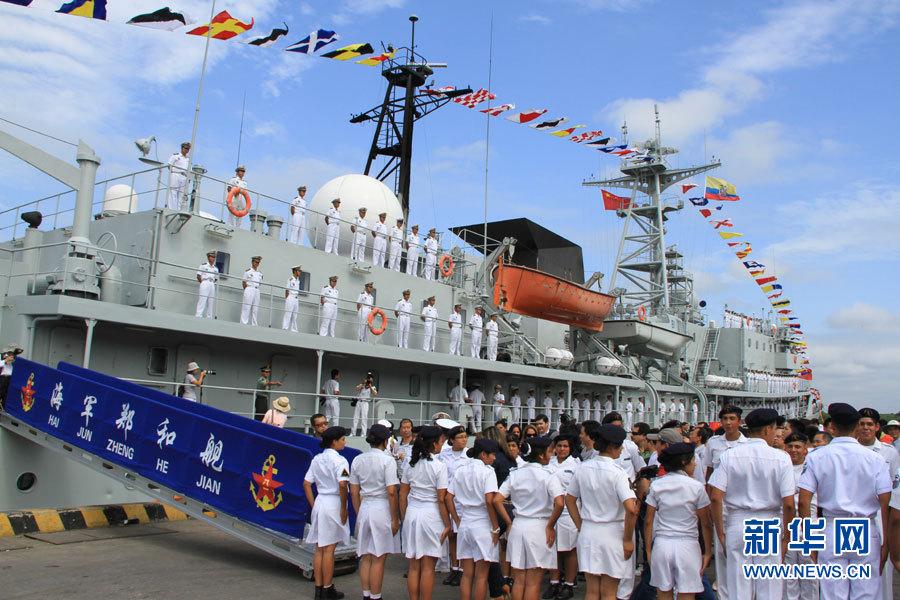 """朱思楠/执行""""和谐使命—环球行""""任务的海军远洋航海训练舰""""郑和""""舰..."""