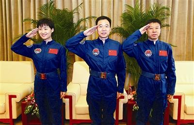 13日上午9时,景海鹏、刘旺、刘洋结束了为期14天的隔离恢复期,在北京航天城航天员公寓与媒体见面。