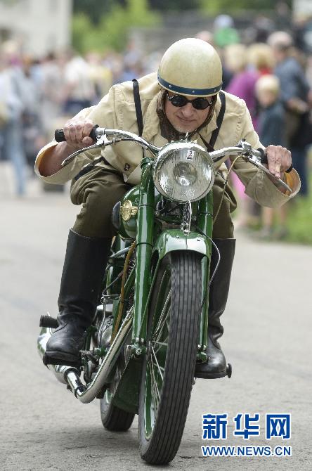 本网独家:惊险刺激的国际摩托车特技表演