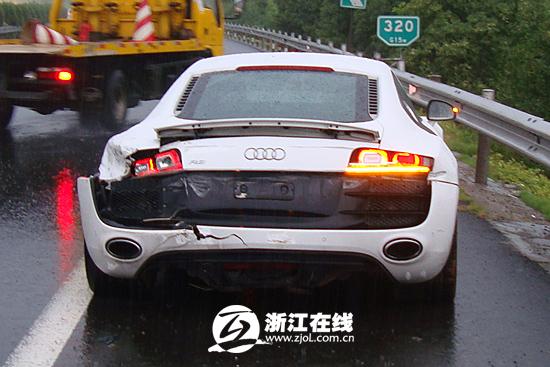 台州男子开260万豪车首上高速撞护栏 单车损失50万
