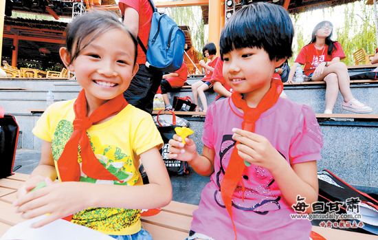 深圳童话美术教育基地与马泉小学牵起友谊之手(图)图片