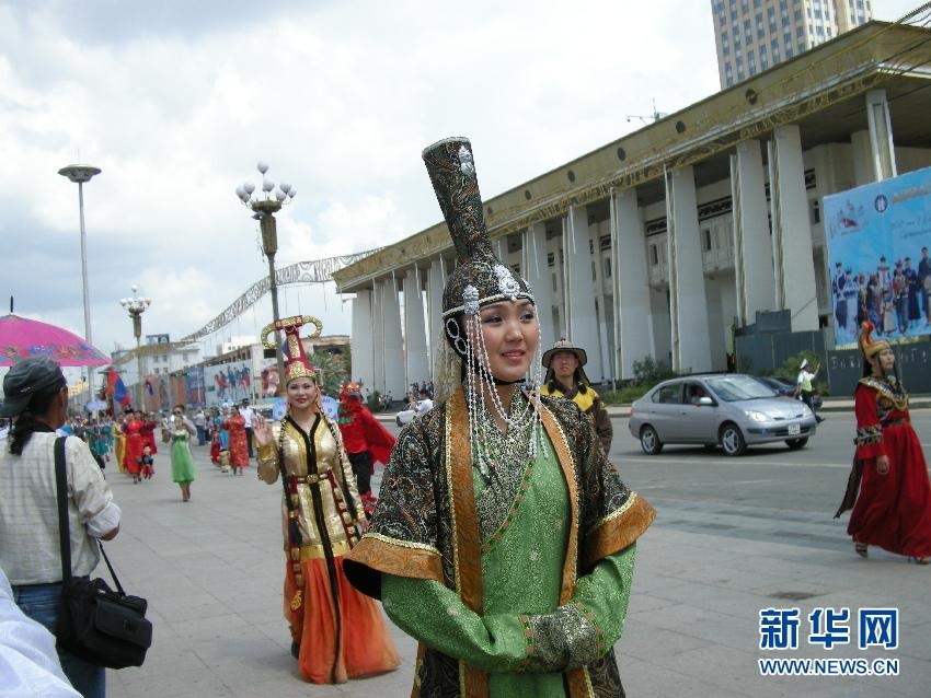 蒙古国/7月13日,蒙古国在乌兰巴托苏赫巴托广场举办蒙古国民族服饰节