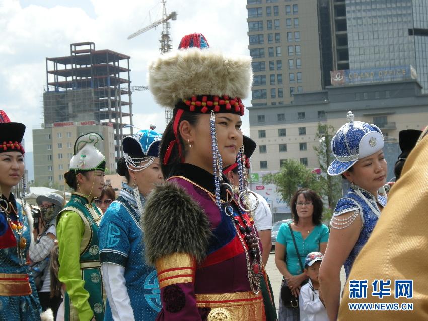蒙古国/独家:实拍蒙古国亮丽民族服饰节(组图)