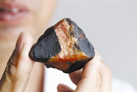 陨石原石图片_黑月亮陨石原石图片_陨石夜明珠原石 ...