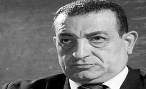 男子长相酷似穆巴拉克 现身埃及闹市惹骚乱