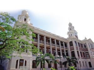 陆佑堂/港大的本部大楼。本部大楼从1911年建校至今一直是港大的标志性...