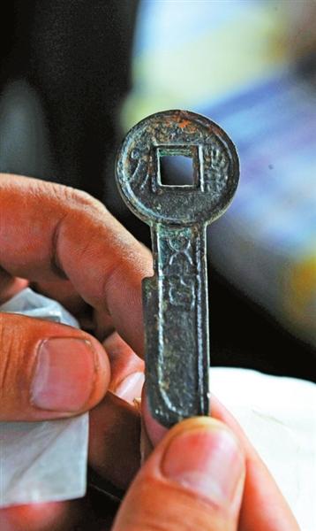 发掘出汉王莽时期的刀币。