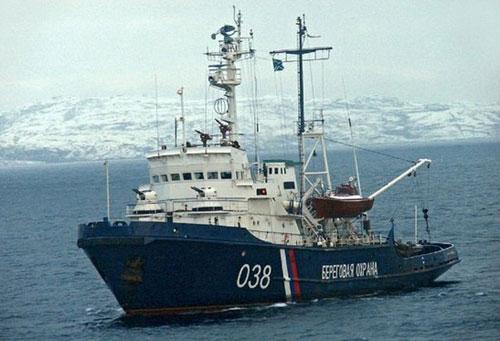 俄巡逻艇炮击中国渔船扣押36人 中方无人伤亡(组图)