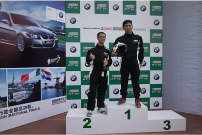 7月13-14日,2012 BMW 3行动总决赛-悦运会现场,车友们兴致勃勃站上嘉实多极护领奖台