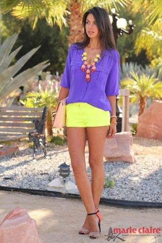 艳丽的紫色与明亮的黄色,也会与肤色形成强烈的反差感。