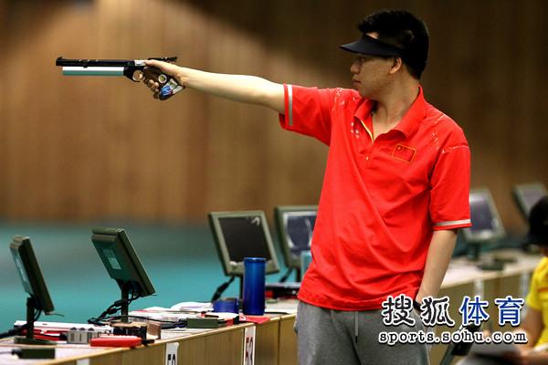 09.男子10米气手枪