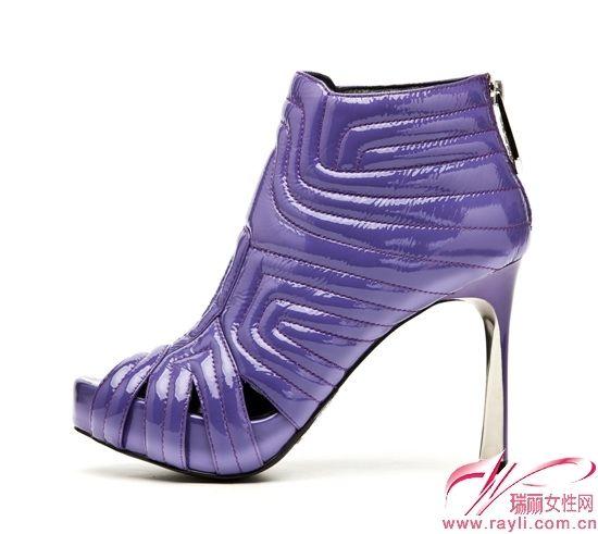 TOP GLORIA发布狂野奢华系列女鞋