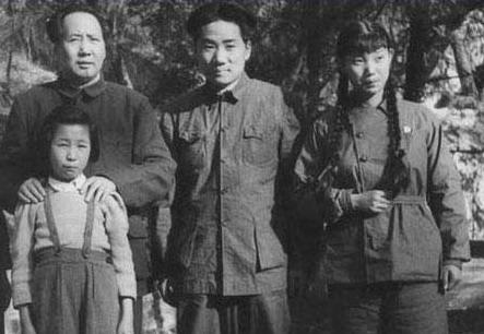 1949 年4月毛泽东、毛岸英、刘思齐、李讷. -毛泽东十个儿女的不同