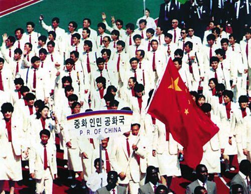 中国 汉城/1988年汉城奥运会:开始强调中国元素,全身白色配上代表中国的...