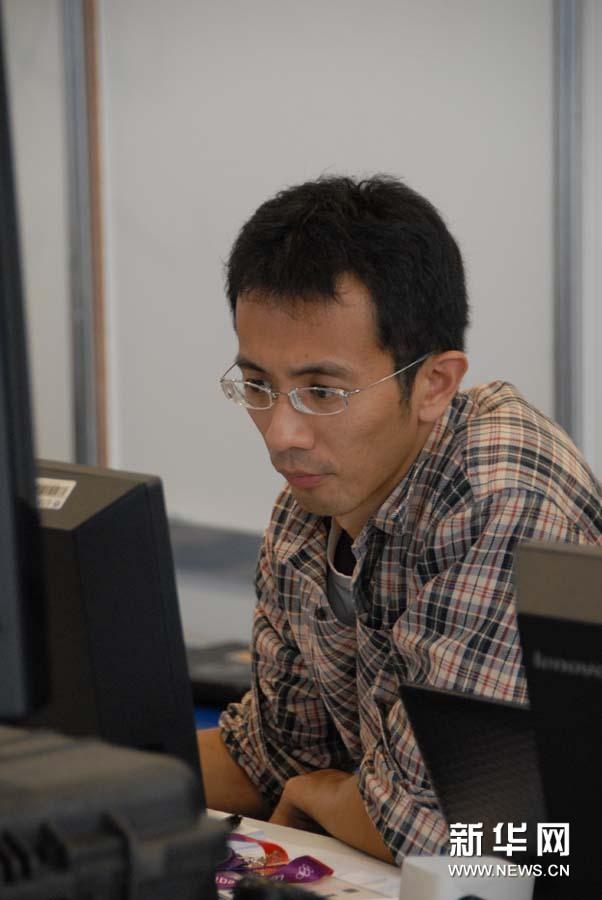 新华社前方报道团在伦敦奥运会主新闻中心忙碌工作