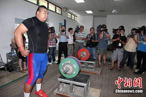 图为6月22日陈士杰左在高雄左营训练中心备战。中新社发 董会峰 摄