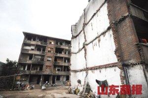 破败的楼体。