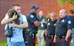 枪械 詹姆斯 腼腆/一名幸存者与家人团聚。