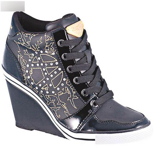 女装黑色蝙蝠印花High Wedge波鞋$1,288