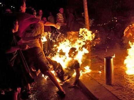 7月14日,以色列男子莫舍・希尔曼在特拉维夫抗议社会不公的示威集会上自焚(资料图)